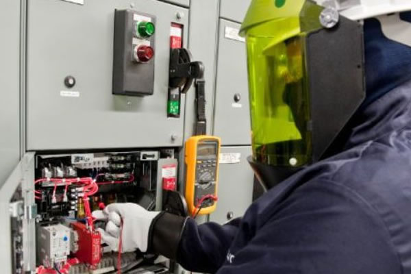 Curso para NR10/08h - (Básico) Reciclagem - Segurança em Instalações e Serviços em Eletricidade